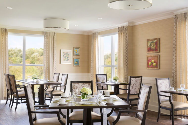 Assisted Living dining room at Amica Georgetown