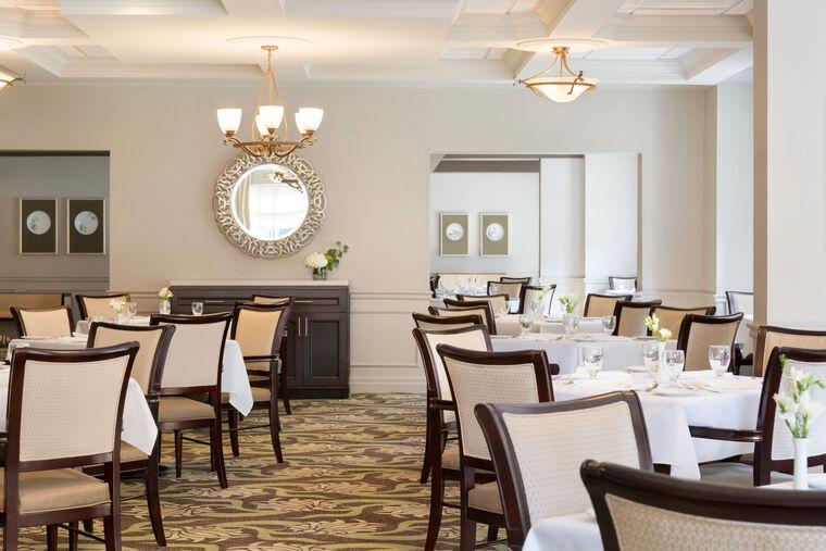 dining room at Amica Dundas